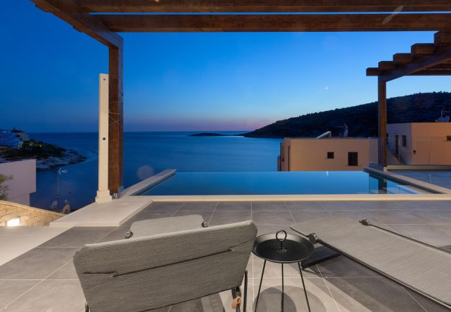 Aussicht vom Pool - Villa am Meer, Ražanj in Kroatien